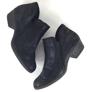 Time & Tru Black Distressed Ankle Boot 8.5